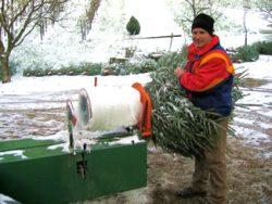 Ein Weihnachstbaum wir eingepackt